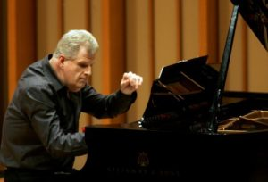 148059.ca.0428.et-robson1.gf.jpg APRIL 28, 2009 - LOS ANGELES, CA: Pianist Mark Robson on piano at Zipper Concert Hall at the Colburn School in Los Angeles on April 28, 2009. (Gary Friedman/Los Angeles Times)